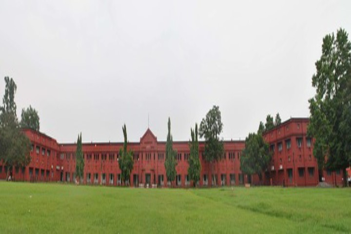 https://cache.careers360.mobi/media/colleges/social-media/media-gallery/671/2018/10/16/Campus View of Ravenshaw University Cuttack_Campus-View.jpg